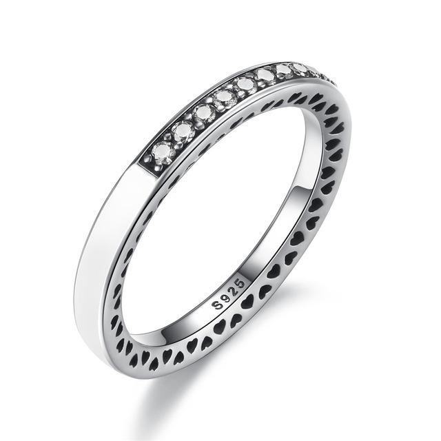 Inel din argint cu Inimi Decupate si Cristale Zirconia
